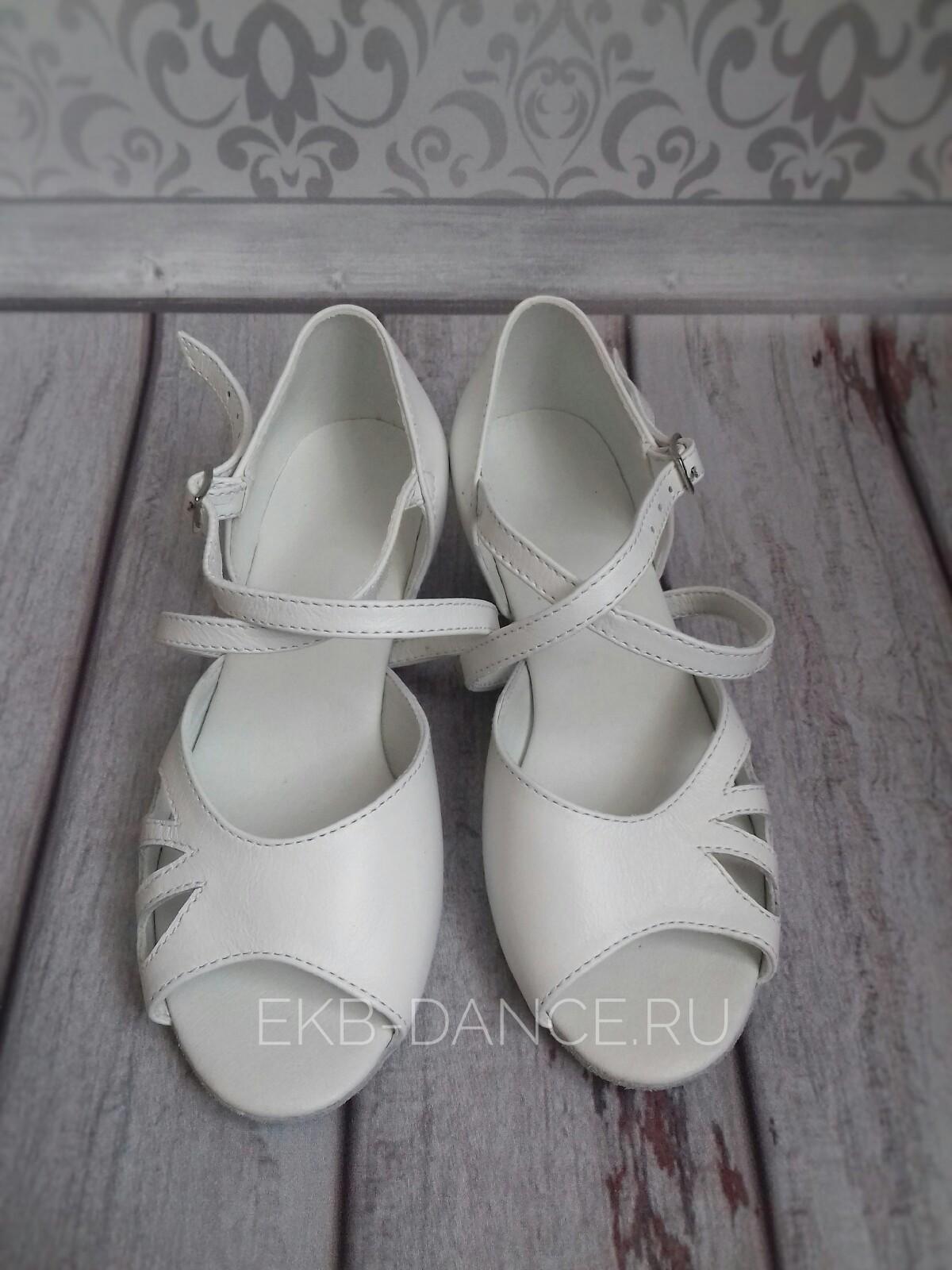 рейтинговые туфли для девочки белая кожа